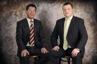 Lektor a zakladatel Tradiční čínské školy Feng Shui Praha - Robert Haluska a jeho spoluzakladatel školy Thanh Mai