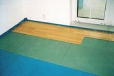 Podkladový deskový materiál pod plovoucí dřevěné nebo laminátové podlahy