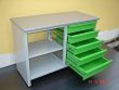 Pracovní stůl montovaný