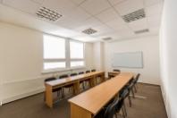 Školení a konference