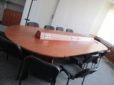 Kanceláře a komerční místnosti (stoly)
