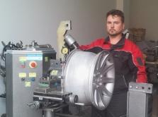 Pneuservis - Opravy a rovnání disků